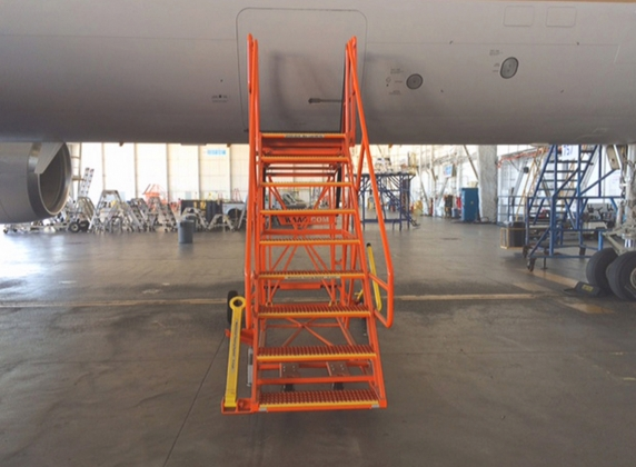 757 Dual Height Cargo Deck Access Stand #50142