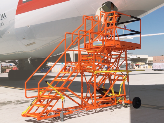 A-320/ 787 Adjustable Aft Accessory Access Stand