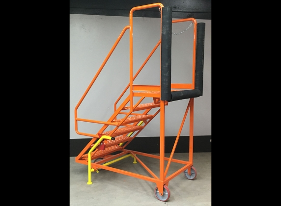 737 - Cargo Deck Access Stand