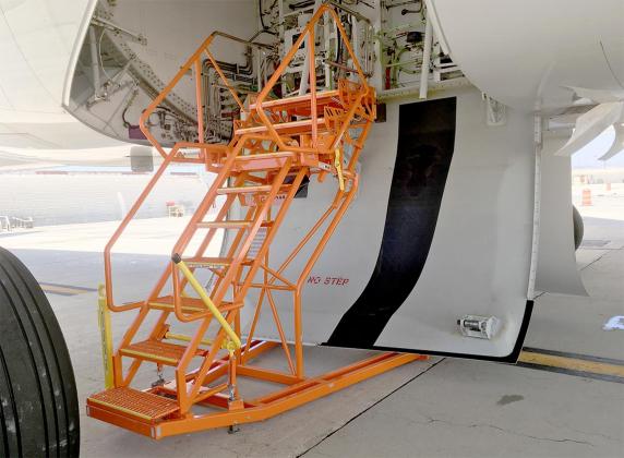 787 Adjustable Wheel Well Access platform