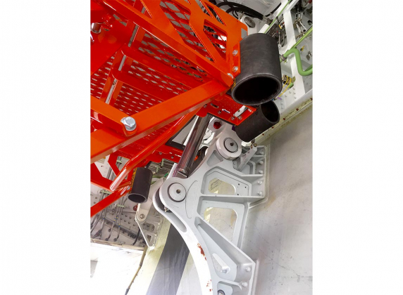 Adjustable Wheel Well Access Stand